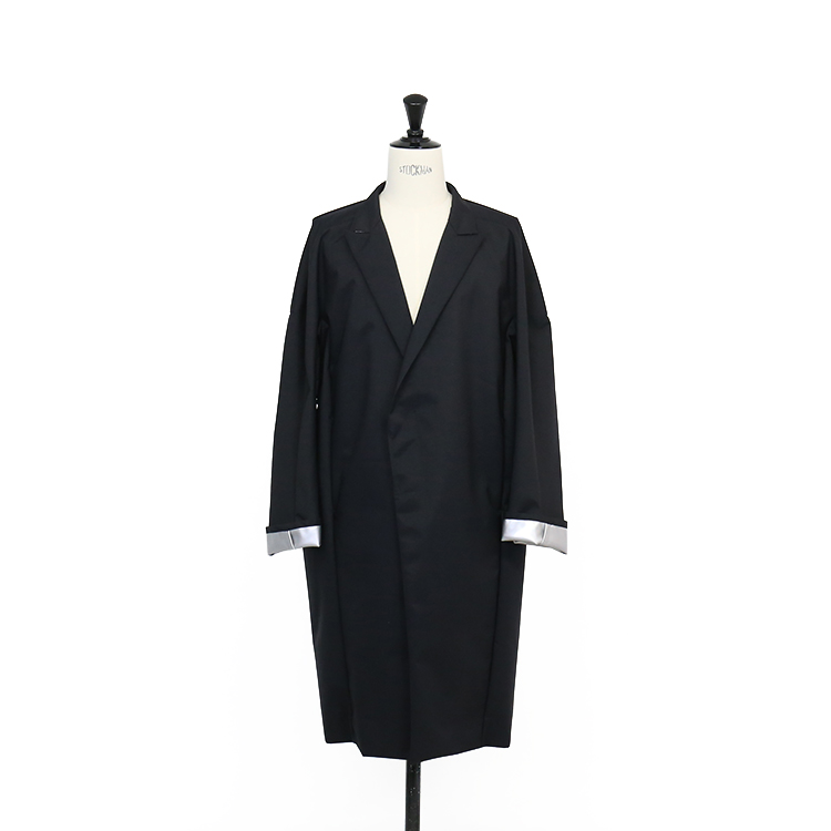 OVERCOAT / DOLMAN SLV OVERCOAT WITH PEAKED LAPEL IN LAMINATED AWNING/BLACK